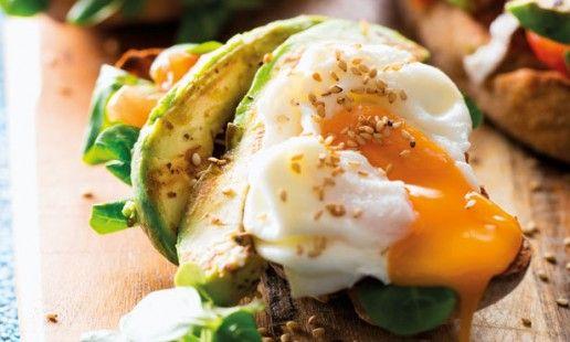 Tostas de abacate e ovos escalfados