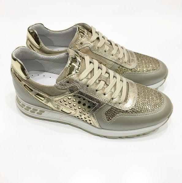 #spatarella #passione #scarpe #shoesforwomen #madeinitaly#shoestagram #shoeslovers #shoesoftheday #shoesgram #instashoes #springsummercollection #ss17 #pe17 #springsummer #newcollection #primaveraestate #nuoviarrivi #nuovacollezione #bestshoes #shoes #italianshoes #handmadeshoes #Nerogiardini #womenshoes #shoesforwomen #womanshoes #shoesaddicted #iloveit❤️ #snikers #gold