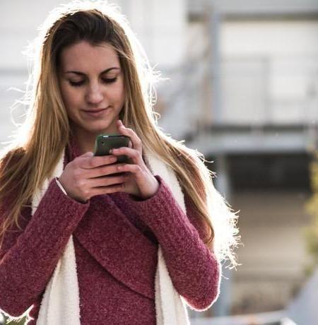 """Mira más tu teléfono (o por qué el vídeo viral """"Look Up"""" es tan bonito como falso)"""