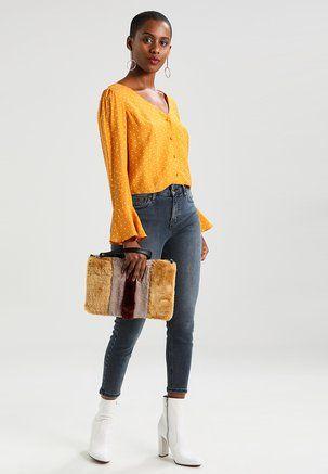 https://www.zalando.es/ropa-de-mujer-blusas-y-blusones/?p=3