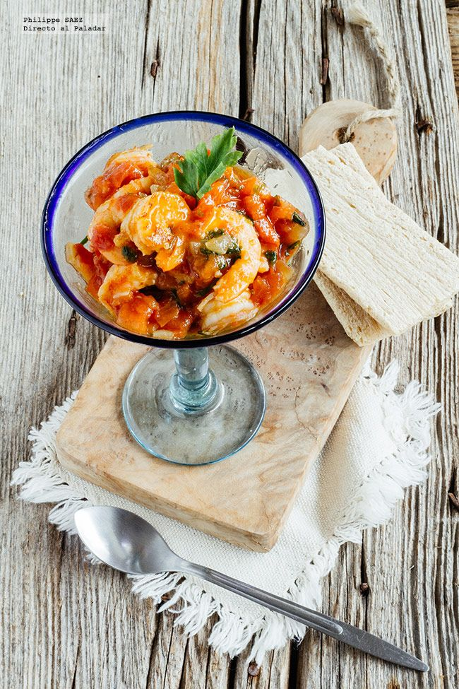 Receta del coctel de langostinos en salsa Sriracha. receta con fotografías del paso a paso y recomendaciones de degustación. Recetas de pescados y...