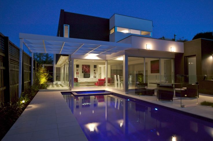 Stone101 designed, supplied and installed this wonderful landscape in Malvern. the internal and external floors are exclusive Bianco Limestone from Stone101 and once again head designer Sol Skurnik has created a useable space for lifestyle and entertaining whilst keeping to the modern style of the the architect. Stone101.