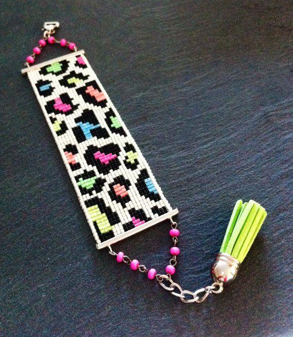 Neon Animal Print bead loom Cuff Bracelet par TDFTheDreamFactory, €25.00 Seed beads, beadwork, bead loom, leopard.