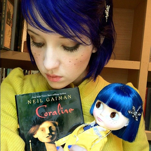 Easy No Sew Diy Coraline Halloween Costume Dearcreatives Com Coraline Halloween Costume Coraline Coraline Book