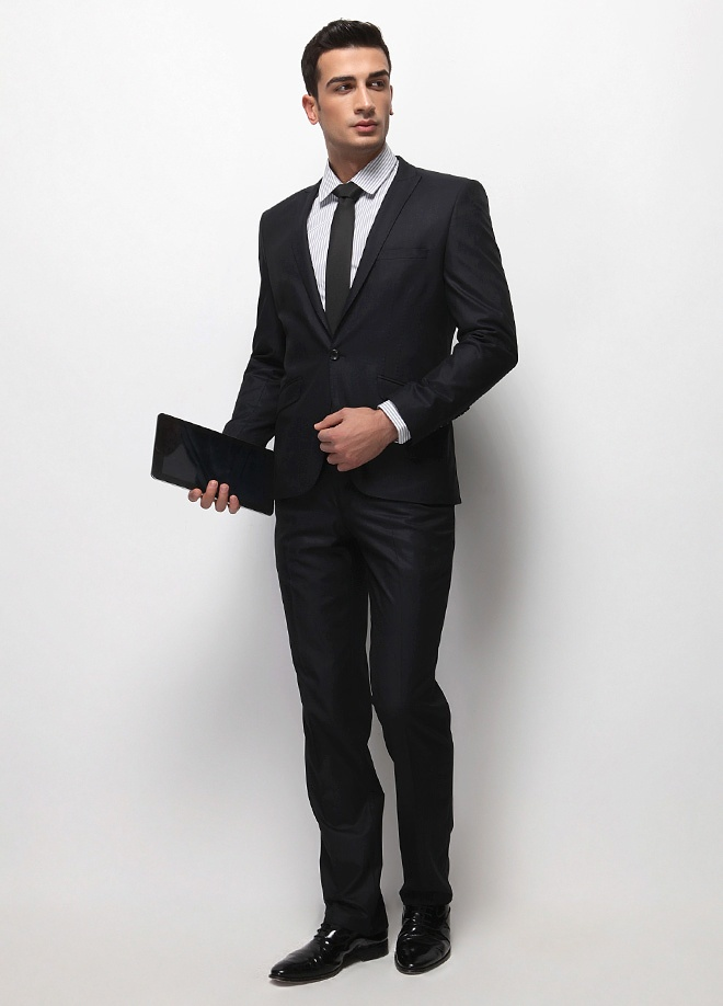 Fc Plus Takım Elbise Markafoni'de 399,99 TL yerine 149,99 TL! Satın almak için: http://www.markafoni.com/product/2974522/