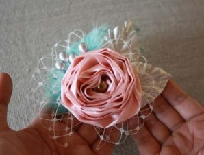 Tutorial for vintage looking flower headband. Flower girl hairpiece?