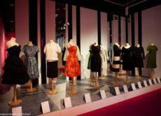 De visita por la exposición Barcelona prêt-à-porter, desde 1958 hasta 2008. Medio siglo de industria y moda.