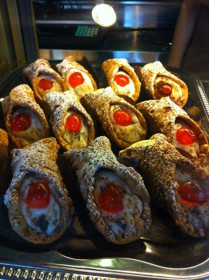 Nikt Nie Tworzy Takich Deserow Jak Wlosi Cannolo Siciliano To Nasza Propozycja Deseru Na Dzis Oczywiscie Naszej Wlasne Italian Restaurant Italian Dishes Food