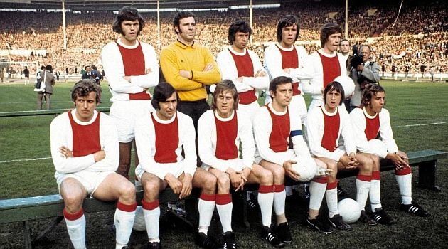 Ajax team before winning their first European Cup against Panathinaikos @Wembley Stadium. Top (L to R): Barry Hulshoff, Heinz Stuy, Wim Suurbier , Dick van Dijk and Gerrie Mühren. Bottom (L to R): Piet Keizer, Sjaak Swart, Nico Rijnders, Velibor Vasovic (c.), Johan Cruyff and Johan Neeskens.