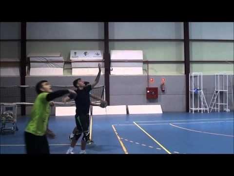 primer entrenamiento de saque en salto... voleibol masculino de almendra...