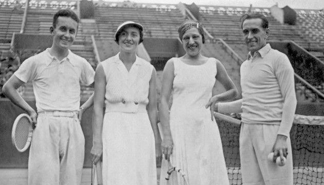 André Merlin, Colette Rosembert, Suzanne Lenglen, Yves Cochet à Roland Garros dans les années 30 (AFP)