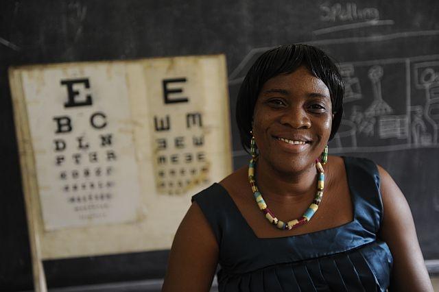 Mim Jouinsa è un'insegnante e grazie al corso che ha seguito è in grado di visitare i suoi studenti