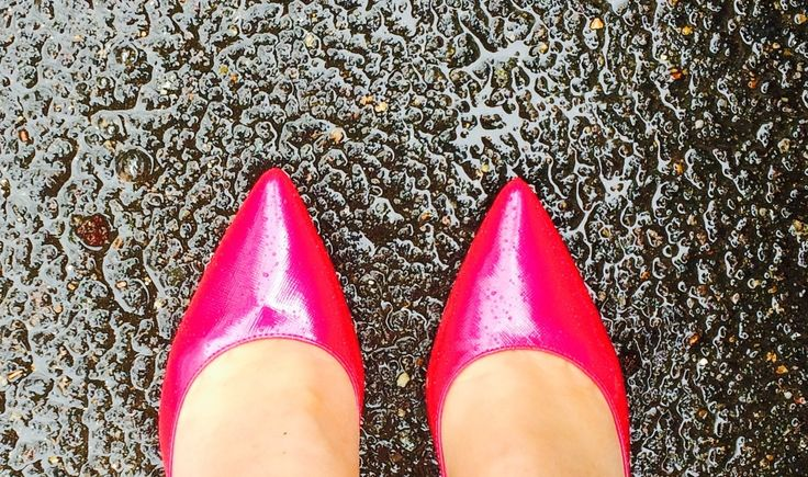 It's raining - so what! Cheering up the workday with my #prettypinkshoes #SnapHappyBritMums #LKBennett London