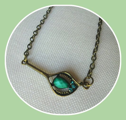 Vintage - necklace handmade by Miss Daisy