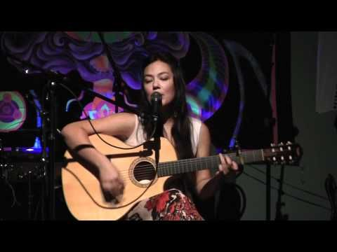 ▶ Tina Malia - Sarva Mangala (Live) 2011 - YouTube