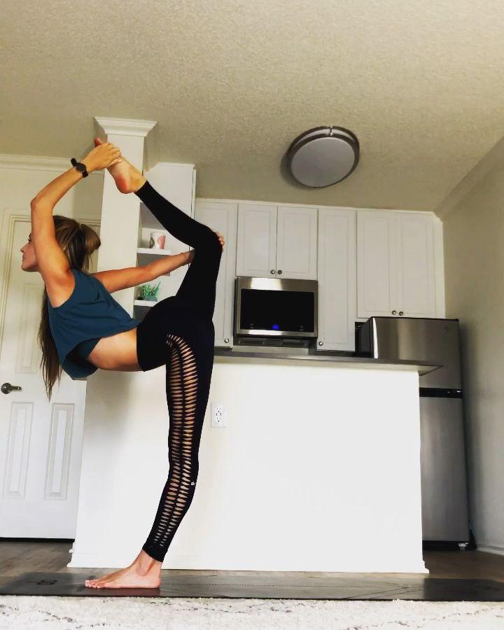 Home Yoga practice – Laufvernarrt – Fitness, gesunde Ernährung und Selbstliebe