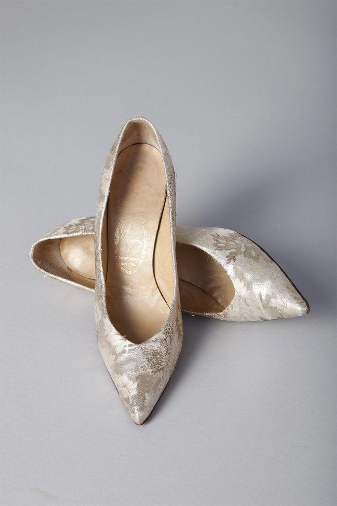 Paire d'escarpins 1950 en cuir recouverts d'un tissu lamé