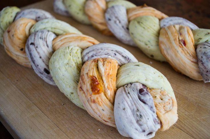 Triple Braided Bread: Pesto, Sun-Dried Tomato, & Kalamata Olive. Recipe at http://www.reddit.com/r/food/comments/15q5oy/tricolored_bread_pesto_sundried_tomato_and/