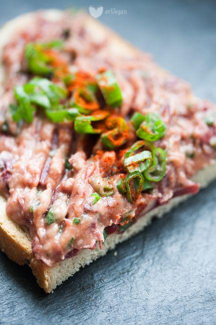 Najłatwiejsza pasta z czerwonej fasoli [puszka czerwonej fasoli, przecier pomidorowy, szczypiorek, wędzona papryka] #vegan