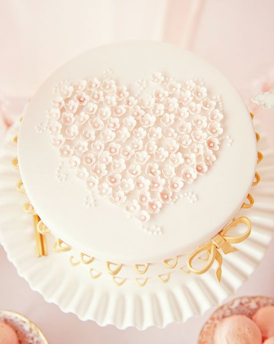 Delicate little blooms clustered into a perfect heart shape | Cake by http://sweettiers.com.au