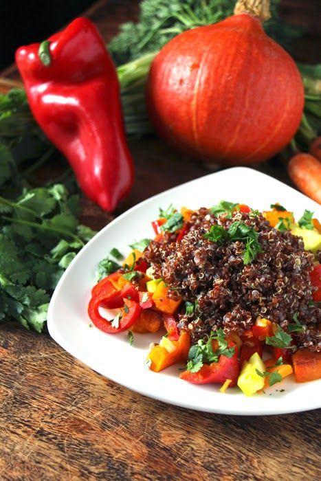 Roter Quinoa mit Gemüsepfanne