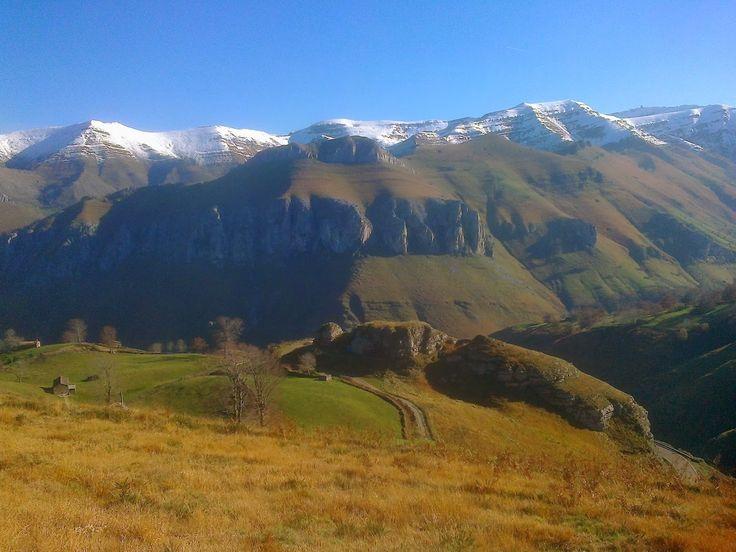 Valle de Lunada, Ruta desde Albergue Alto Miera, Cantabria, España  http://alberguealtomiera.wordpress.com  http://www.facebook.com/agroturismoaltomiera #albergue #cantabria #altomiera #travel #spain +34 616245761