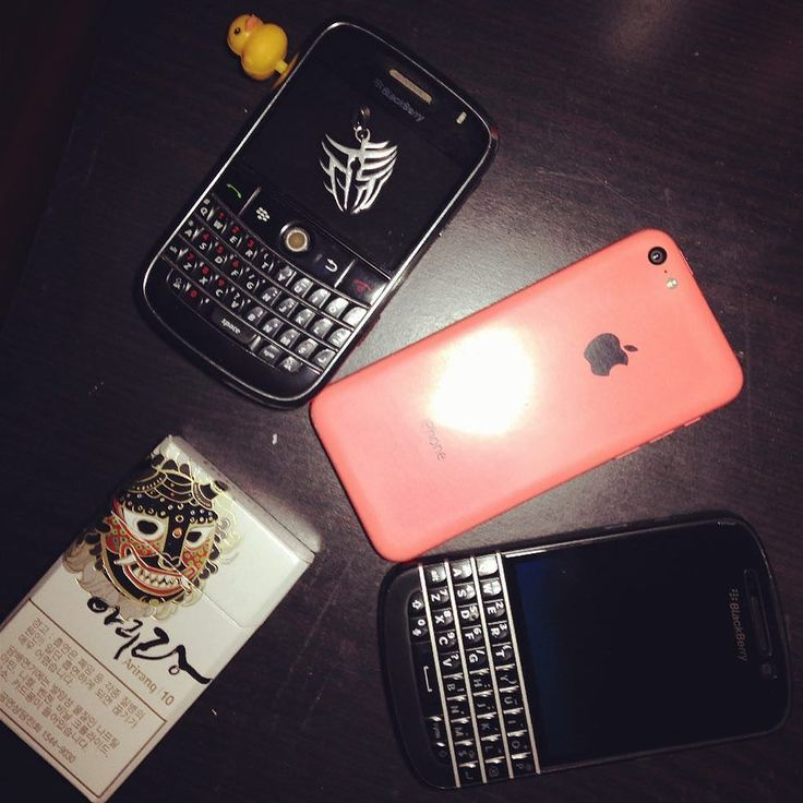 BlackBerry Bold 9000 y BlackBerry Q10 #PoweredByBlackBerry #XtremeBBerry #BBEliteWin #Luxury #IChooseBlackBerry #LoveBlackBerry #ILoveBB10 #BlackBerryForLife #BB10 #BBOS #TeamBlackBerry #LuxuryBlackBerry #WeAreBlackBerry  _________________________________  #ReGram @hehuyq: 生活总是一条琢磨不透的路#chengdu #bber #ios #bb9000 #iphone5