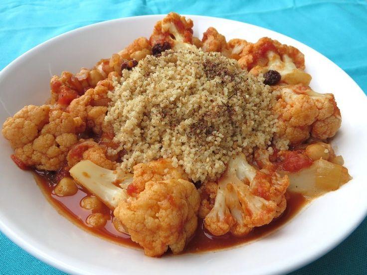 Eenvoudige marokkaanse stoofschotel (bloemkool, tomaten, kikkererwten, specerijen, gedroogde abrikozen) - Vegetus; veganistisch budgetvriendelijk