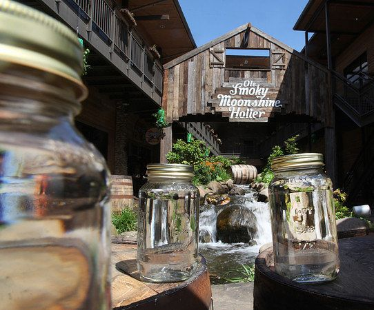 gaitlinburg Ole Smoky Tennessee Moonshine