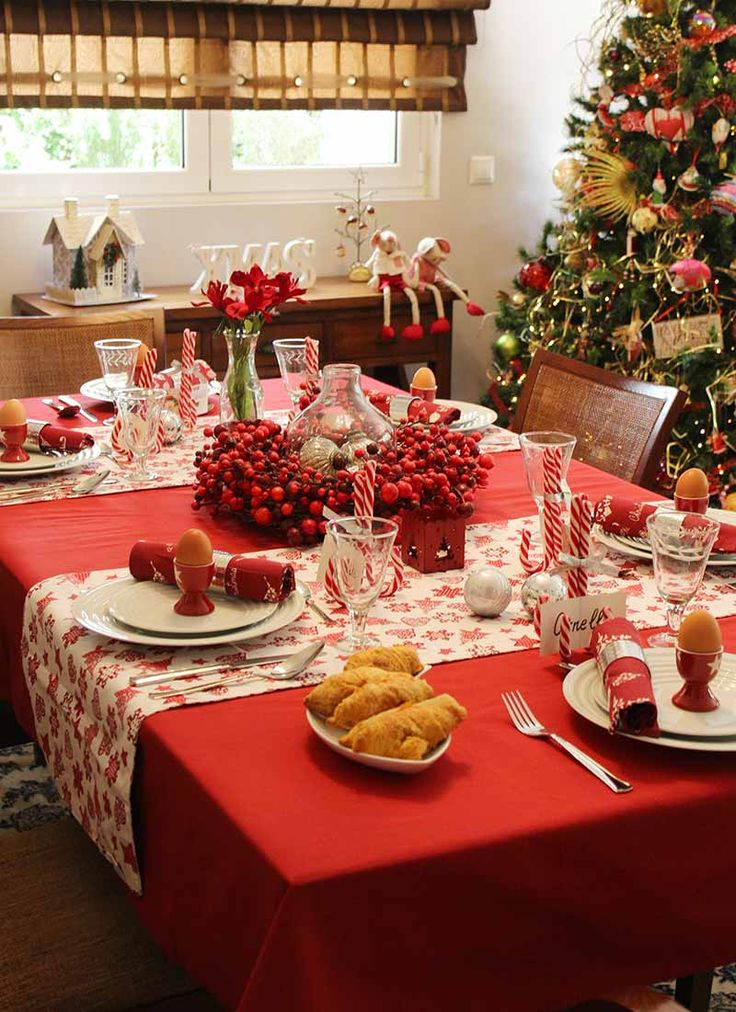 A beautiful Christmas tablescape, styled by myonolifestyle.