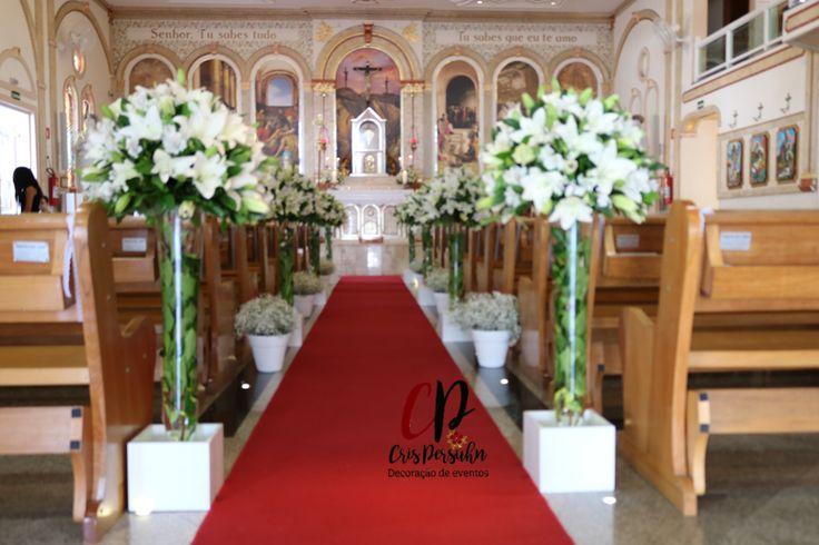 Decoração de casamento em Igreja, utilizando lírios. #casamento #lírio #igreja