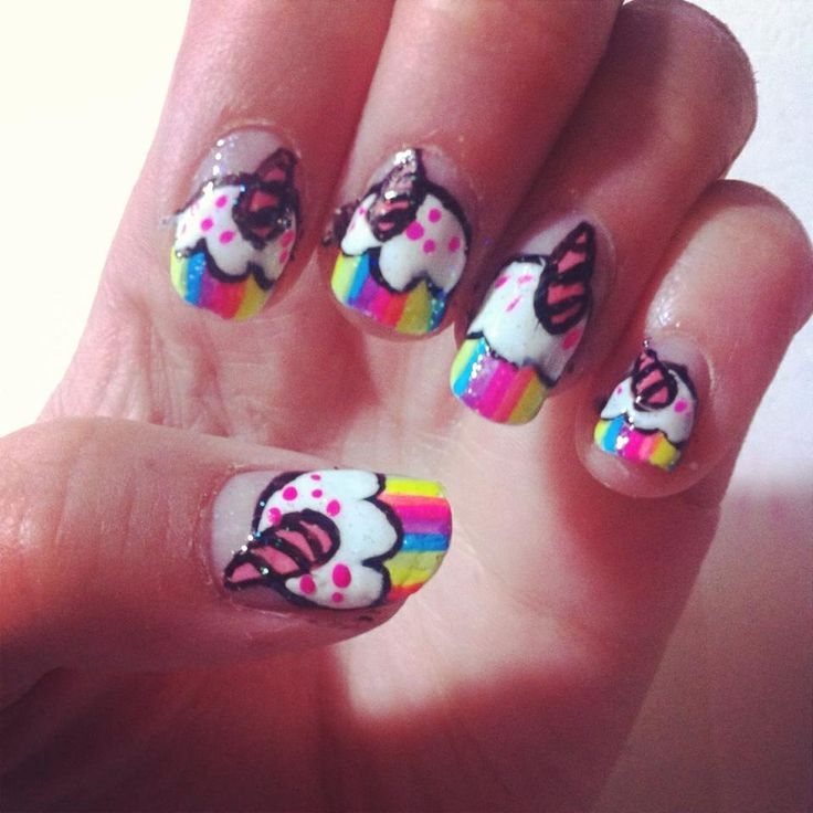 Eenhoorn cupcakes nagels