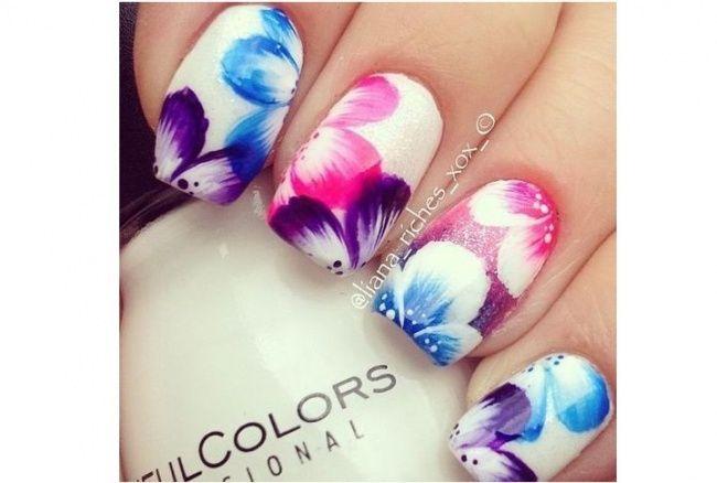 Paznokcie w kwiaty to idealny pomysł na wiosenny manicure. W galerii zobaczycie śliczne wzorki na paznokcie w postaci kwiatów i motywów roślinnych w bardzo dziewczęcej odsłonie.