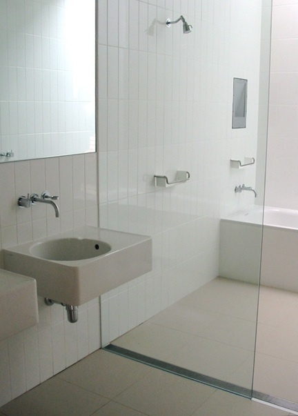 linear drain for a curbless shower - Japanese style shower spa