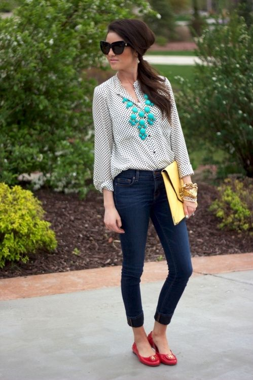 Colorful flats, skinnies, and a flowy top= perfect easy outfit.