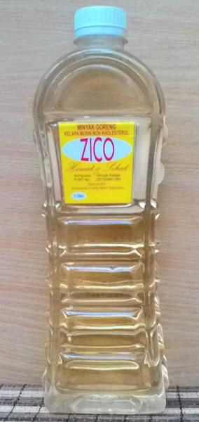 "Minyak Goreng Kelapa Murni Non Kolesterol Terbuat dari buah kelapa asli minyak goreng ZICO membuat gorengan lebih renyah,  dan tidak berminyak. Dari hasil uji laboratorium tehnologi pangan menunjukkan kadar kolesterol dengan angka ""0"" sehingga minyak goreng ZICO aman dan sehat untuk mengolah makanan kesukaan  Anda dan tidak perlu khawatir dengan mengkonsumsi gorengan bebas kolesterol.  Nama produk : ZICO Minyak Kelapa Murni Non Kolesterol Produsen: KUM Sejahtera Purworejo Kemasan: Botol…"