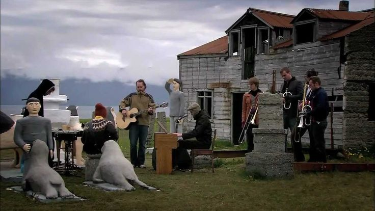 Sigur Rós perform Heysátan Having toured the world over, in 2006 Sigur Rós return home to play a series of free, unannounced concerts in Iceland. Heima (at h...