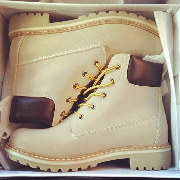 Beige Color Timberland-Looking Womens Boots?