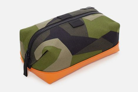 Utilizing highly wear-resistant Cordura material alongside a Swedish armed forces-sourced pattern, each piece in the Jack Spade camo bags collection gets a further highlight with a dipped and reinforced bottom.
