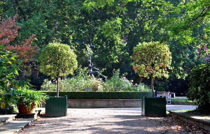 Cadogan Gardens London SW3 #cutlerandbond #londonproperty #gardensquares