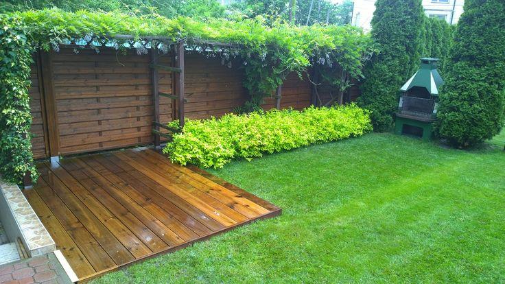 Nowe ogrodzenie i taras z modrzewia syberyjskiego.