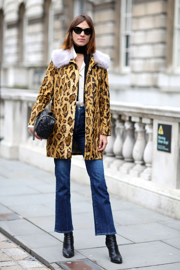 Alexa Chung Leads The Cropped Flare Trend At London Fashion Week | Fashion Trends | Grazia Daily: