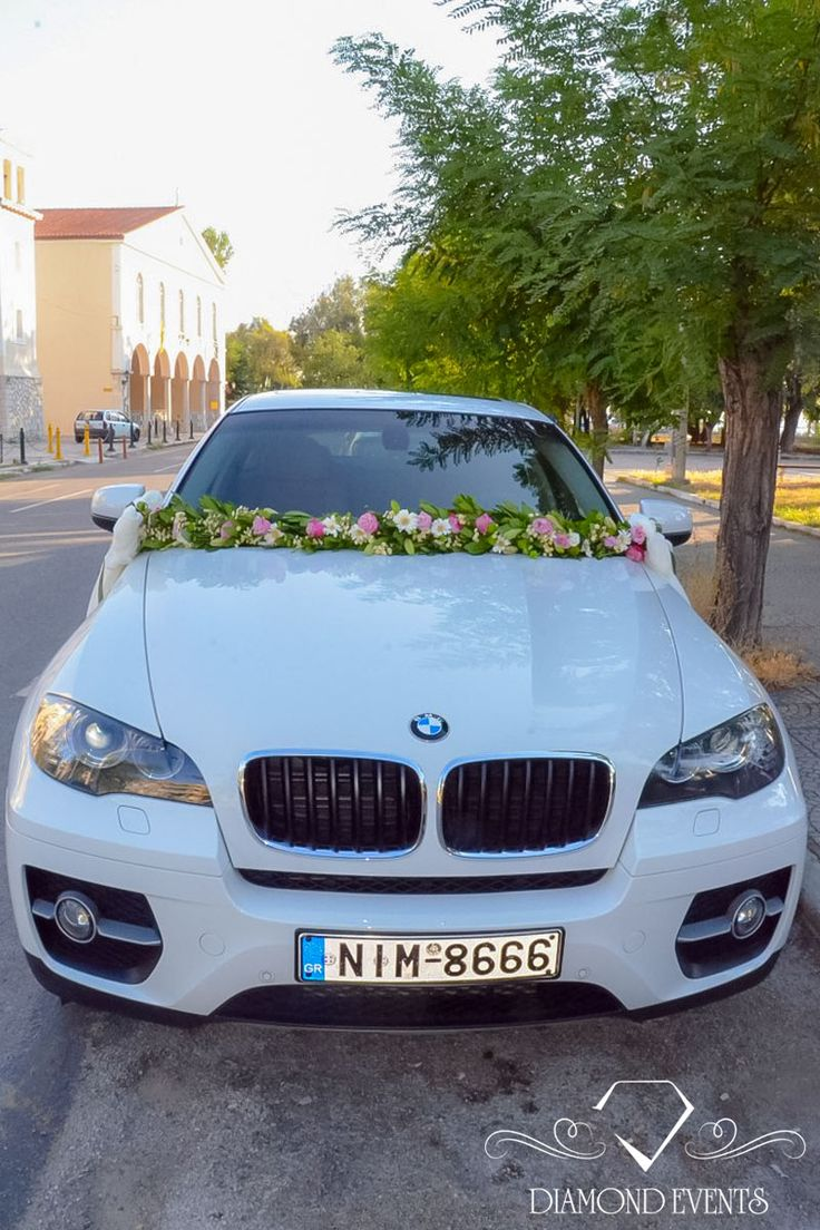 Floral gyrlanta offered for wedding car decorations. Unique ideas on: https://www.instagram.com/diamond_event_planners/  https://plus.google.com/u/0/+DiamondeventsGr  https://gr.pinterest.com/diamondwedding/  https://www.facebook.com/Diamond-Event-Planners-176242063682/  http://diamondevents.gr/ #blue #bridal #bride #gorgeous #glorious  #candles #celebrity #centerpiece #chic #crystal #decor #decoration
