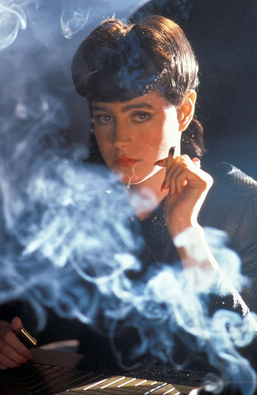 La réplicante du film Blade Runner. Sa personnalité se rapproche du personnage féminin du court. Toutes deux possèdent une véritable vivacité intellectuelle. Elle semble si poche de nous, et paradoxalement si éloignée, irréelle.