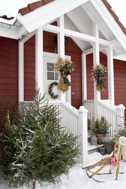 CURB APPEAL – another great example of beautiful design. Sjarmerende jul.