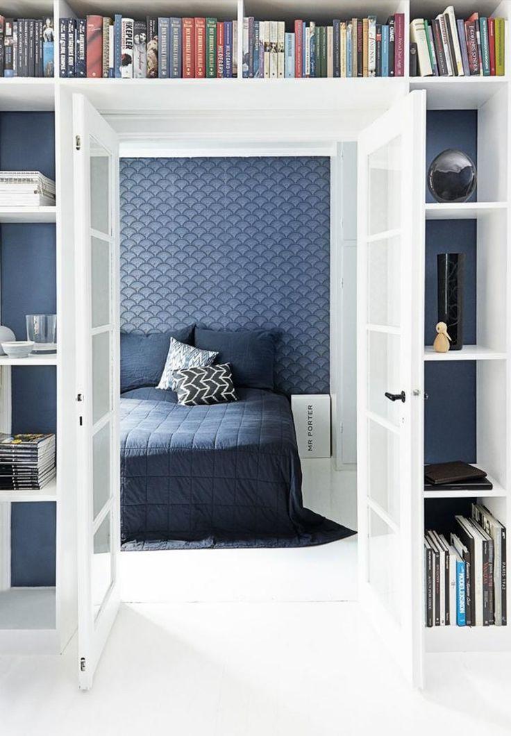 Tapeten in Taubenblau mit geometrischem Muster im Schlafzimmer