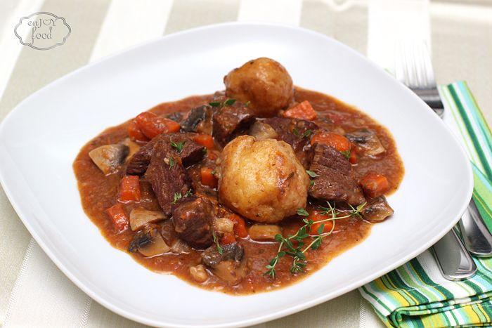 Spezzatino di manzo sau tocana de vita cu galuste de parmezan/  Beef stew with Parmesan dumplings
