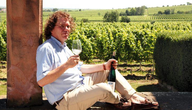 """Ο μεγάλος """"γιατρός"""" του Γερμανικού κρασιού (υπο)γραφει οινικά φάρμακα που προσφέρουν ευεξία και προκαλούν ευτυχία όσο ελάχιστα  στον κόσμο!"""