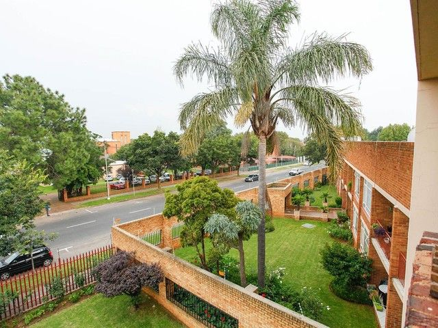 2 Bedroom Flat For Sale in Western & Ext