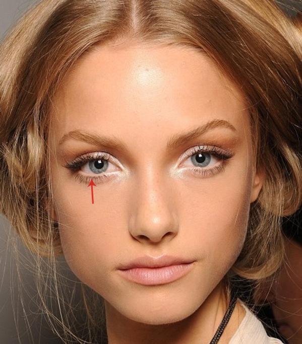 Consigli #bellezza: Per un #occhio più grande e luminoso, passa un #eyeliner color carne nella parte interna della palpebra inferiore... #trucco #makeup #tutorial